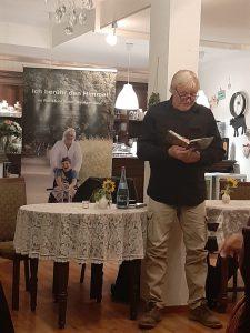 Arnold Schnittger bei der Lesung im Cafe Lichtburg in Lauffen am Neckar